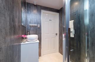 42-Bathroom-02.jpg
