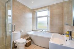 10.bathroom(1).jpg