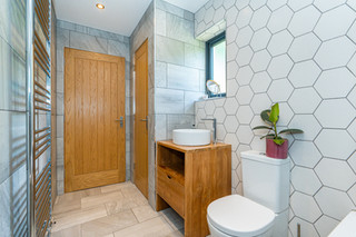8.bathroom(4).jpg