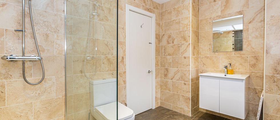 4.bathroom(1).jpg