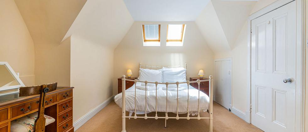 3.upstairsen-suite(10).jpg