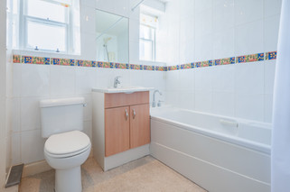 25bathroom.jpg