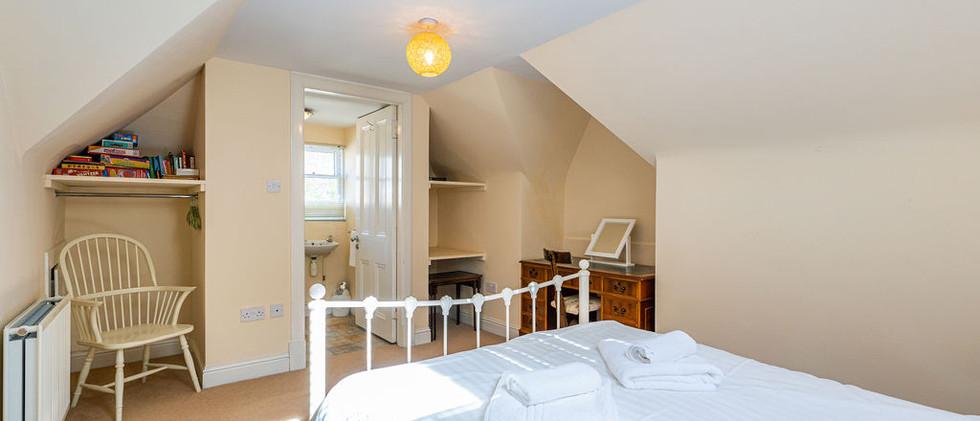 3.upstairsen-suite(12).jpg
