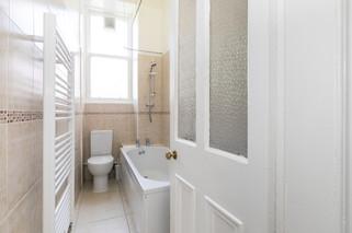 29-BathroomC.jpg