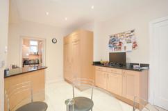5.kitchenandutilityroom(2).jpg