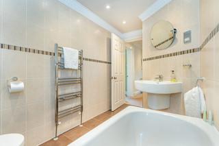 9.bathroom(2).jpg