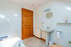 10.bathroom(3).jpg