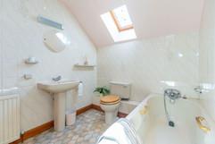10.bathroom(2).jpg
