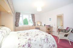 7.bedroom1withen-suite(3).jpg