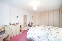 7.bedroom1withen-suite(4).jpg