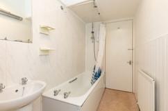 33-BathroomC.jpg