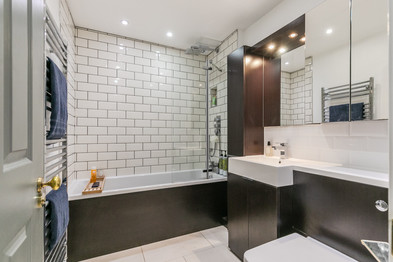 26-BathroomA.jpg