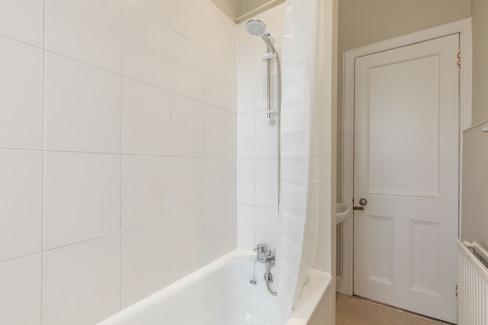 25-BathroomC.jpg