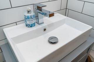 9.showerroom(2).jpg