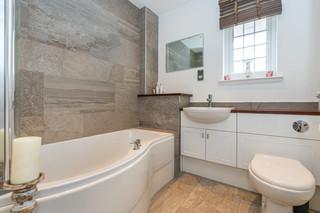 11.bathroom(1).jpg