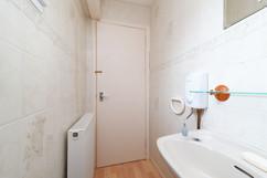 26-DownstairsBathroom-04.jpg