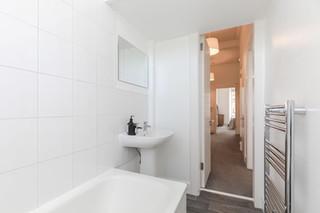 24-BathroomB.jpg