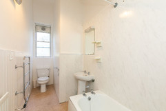 31-BathroomA.jpg