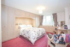 7.bedroom1withen-suite(2).jpg