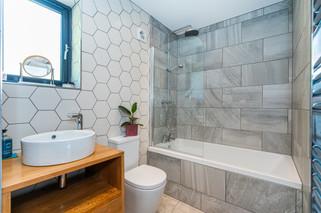 8.bathroom(2).jpg