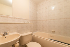 32-Bathroom.jpg
