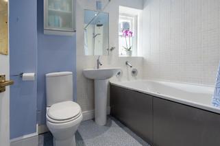 27bathroom.jpg