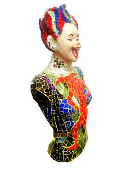 פסל אישה מפסיפס