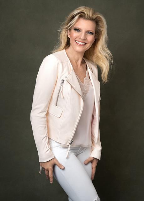 MargaretaSvenssonRiggs -white-pink-jacke