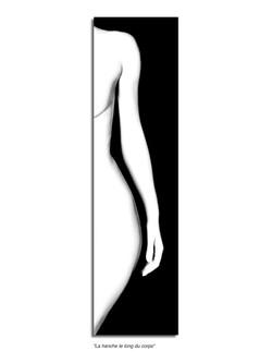 La hanche le long du corps