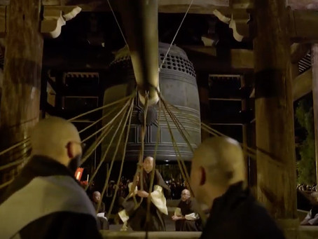 Jyoyano-kane, ringing bells at New Year's Eve