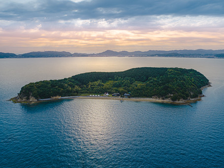 KUJIRA-JIMA Resort, the inhabit island in SETOUCHI offers you an intimate elopement wedding.