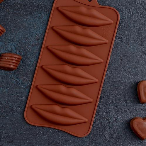 Форма силиконовая для шоколада «Губы»
