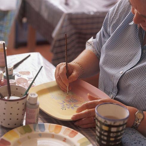 Lady-painting-plate.jpg