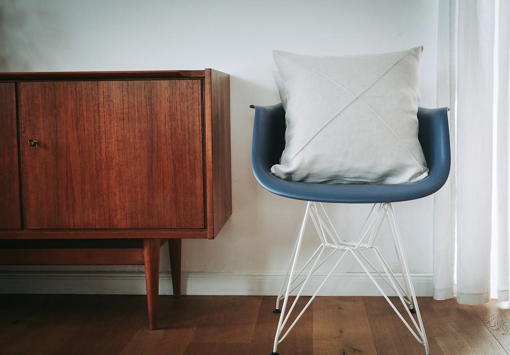 Mid Century, Secondhand Möbel gut für die Umwelt, Hanf-Leinen Dekokissen, nachhaltig einrichten