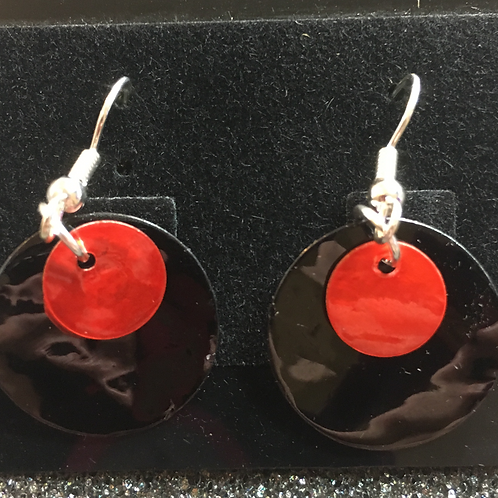 Double capiz shell earrings (black and red)