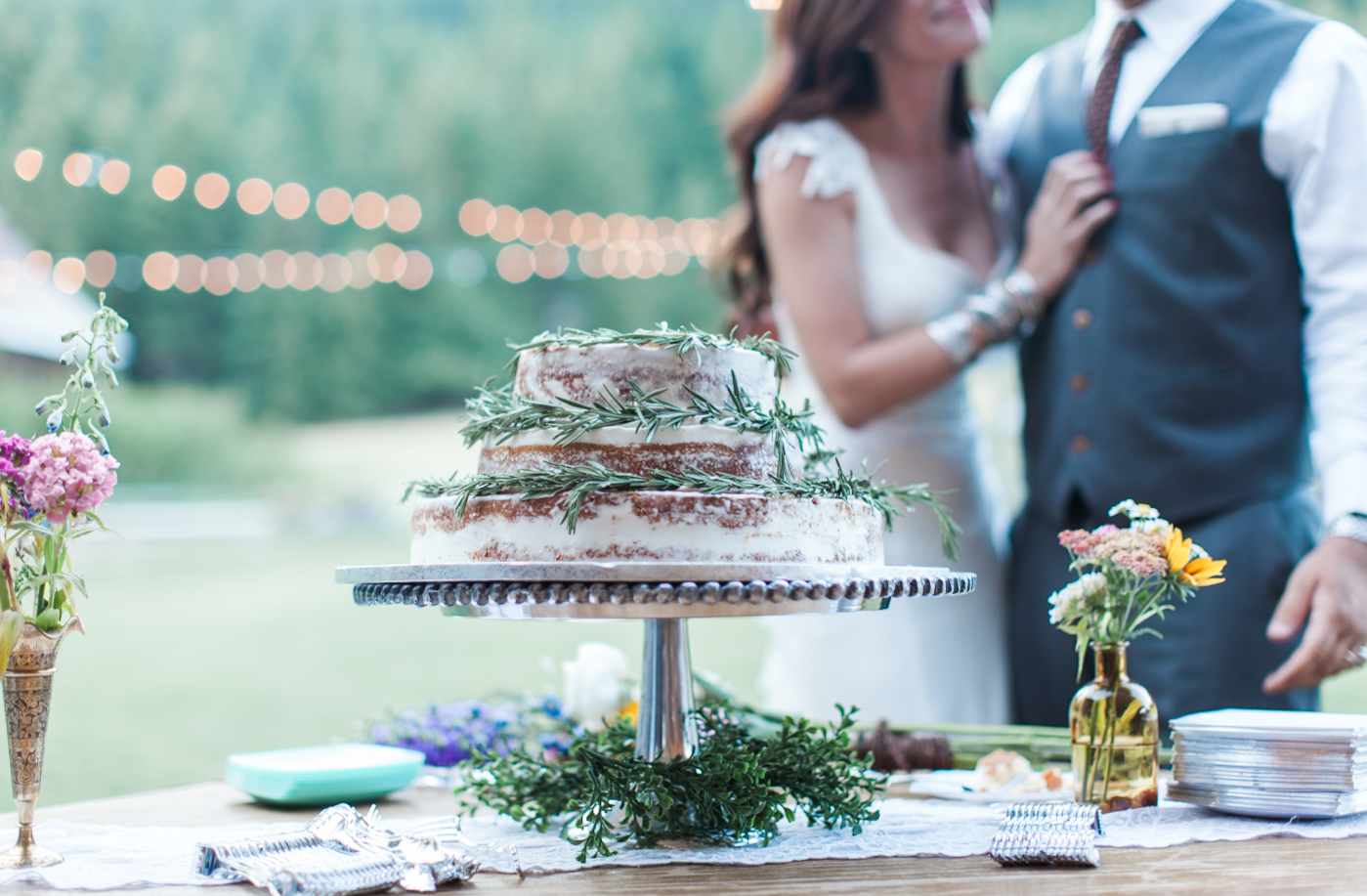wedding cake, pine needle cake, pnw, seattle photographer, seattle wedding.png