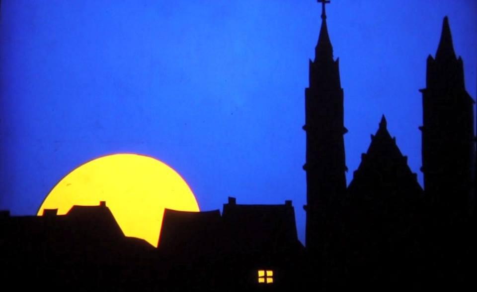 Lune sur la ville