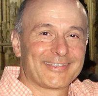 Ο Κώστας Ματθιόπουλος είναι καθηγητής Μοριακής Βιολογίας στο Τμήμα Βιοχημείας και Βιοτεχνολογίας του Πανεπιστημίου Θεσσαλίας και επιστημονικός υπεύθυνος της ερευνητικής υποδομής της Συνθετικής Βιολογίας «OMIC-Engine». Τελείωσε το Χημικό Τμήμα του ΕΚΠΑ και στη συνέχεια έκανε διδακτορικό στη Μοριακή Βιολογία και Μικροβιολογία στο Πανεπιστήμιο Tufts της Βοστόνης και Μάστερ στη Δημόσια Υγεία στο Πανεπιστήμιο Harvard. Η μετέπειτα ερευνητική του δραστηριότητα στο Εθνικό Ινστιτούτο Υγείας των ΗΠΑ (NationalInstitutesofHealth, NIH) και στο Πανεπιστήμιο La Sapienza της Ρώμης επικεντρώθηκε στα ανωφελή κουνούπια-φορείς της ελονοσίας. Με την επιστροφή του στην Ελλάδα, ο κ. Ματθιόπουλος ασχολείται με ζητήματα Μοριακής Βιολογίας και γονιδιωματικής ανάλυσης εντομολογικών εχθρών της γεωργίας, όπως ο δάκος της ελιάς και η μύγα της Μεσογείου, με στόχο την ανάπτυξη εναλλακτικών και φιλικότερων προς το περιβάλλον μεθόδων ελέγχου τους. Εχει περισσότερες από 50 δημοσιεύσεις σε διεθνή περιοδικά και πάνω από ε
