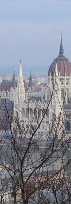 Budapest zicht op parlement vanuit Vissersbastion