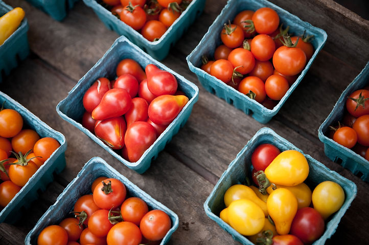 Tomates de cereja no mercado dos fazende