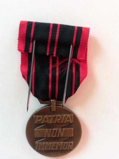 Médaille de la Résistance attribuée à Alfred Sabatier à titre posthume. Revers.