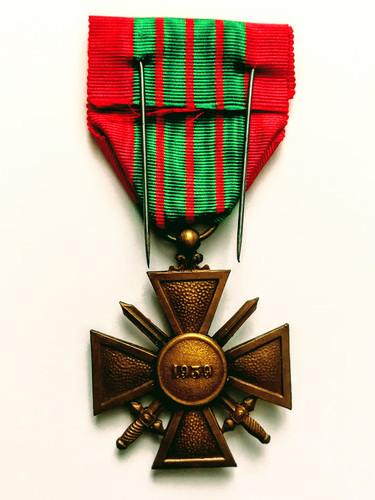 Croix de guerre 1939-1945 avec palme décernée à Alfred Sabatier à titre posthume. Revers.