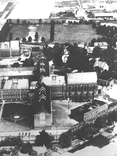 Vue aérienne de la prison de Siegburg, dans les années 1930. (photographe inconnu)