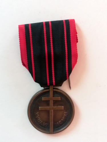 Médaille de la Résistance attribuée à Alfred Sabatier à titre posthume. Avers.