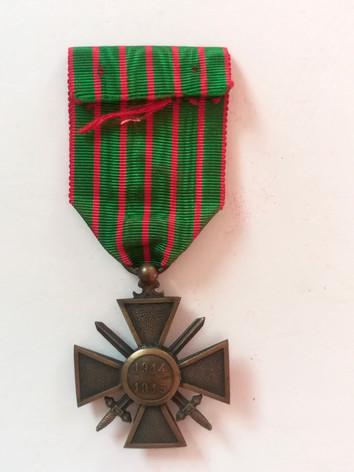 Croix de guerre avec une étoile en bronze attribuée à Charles Sabatier, père d'Alfred. Revers.