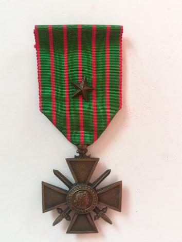 Croix de guerre avec une étoile en bronze attribuée à Charles Sabatier, père d'Alfred .Avers.
