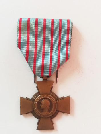 Croix du Combattant décernée à Marthe, l'épouse d'Alfred. Avers. Collection privée.