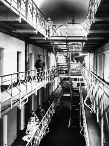 Source : JVA Siegburg  Étage dans l'aile B de la maison 1, années 1920 ou 30.