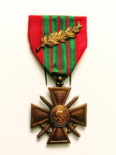 Croix de guerre 1939-1945 avec palme décernée à Alfred Sabatier à titre posthume. Avers.