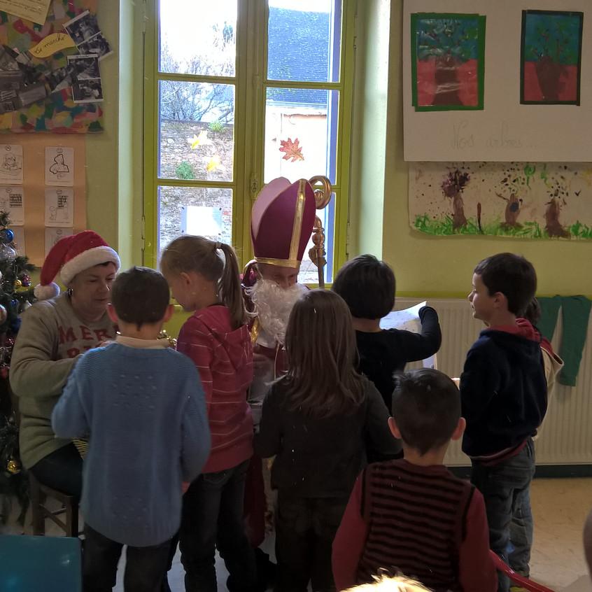 Saint-Nicolas chez les maternelles